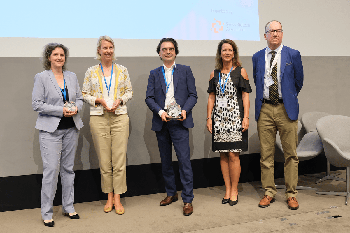 Team Bachem gets the award at the Swisss Biotech Day 2021 in Basel!